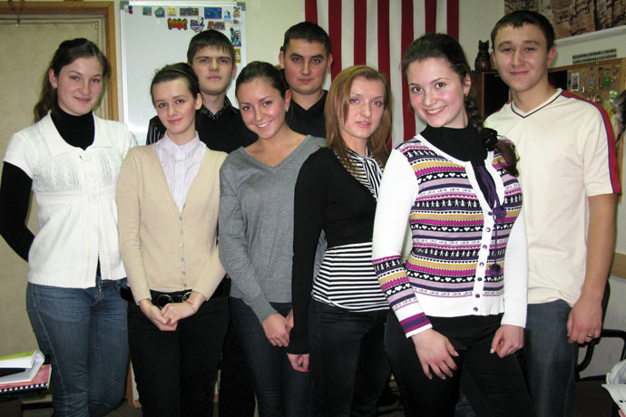 At Terra Nova. From left to right: Victoria Macovei, Iuliana Craci, Victor Tăvăluc, Anastasia Panuş, Nicolae Eşanu, Cătălina Diaconu, Cristina Crăciun, Ion Brînzilă. TOEFL Preparation / Section 4 (Tu.Th. Afternoon Group). December 2009.