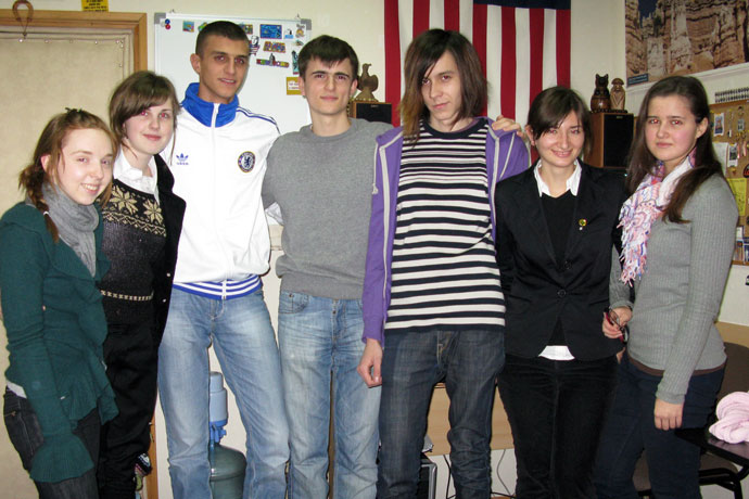 At Terra Nova. From left to right: Ana Truşina, Ecaterina Nicanorova, Artiom Garaga, Gheorghe Vasiliţa, Chiril Olhov, Victoria Gribincea, Mariana Calmâş. TOEFL Preparation / Section 2 (M.W.F. Afternoon Group). December 2009.