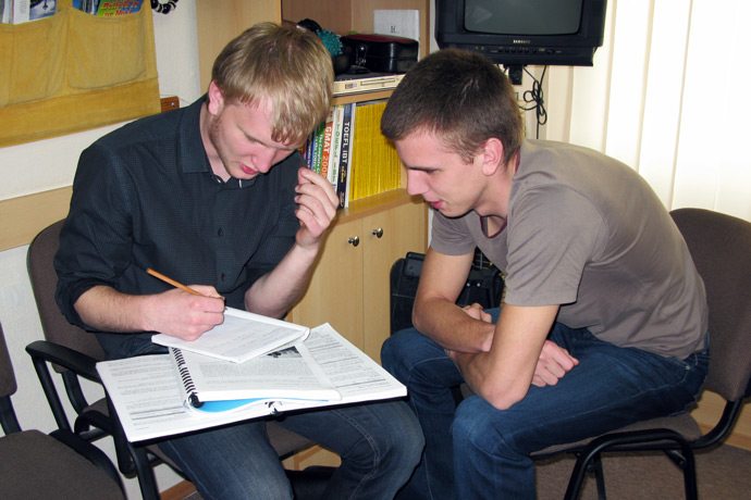 At Terra Nova. From left to right: Alexei Dereganov and Alexandr Vitoșinschi. TOEFL Preparation / Section 1 (M.W.F. Afternoon Group). May 2011.