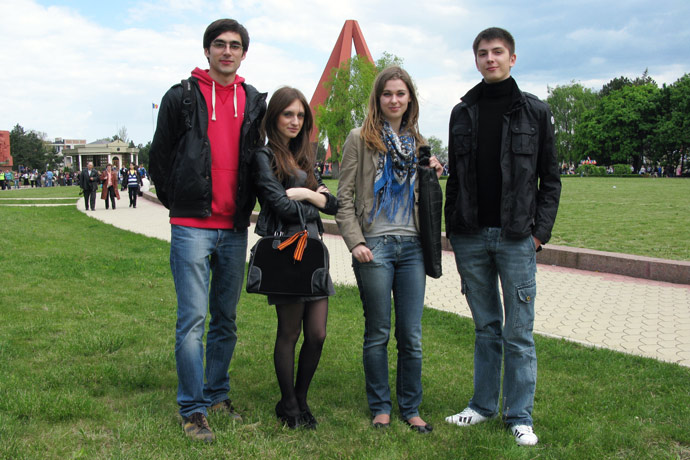 At the Eternitate Memorial Complex. From left to right: Eugeniu Zavtur, Lina Kogan, Ecaterina Belscaia, Eugen Mereuța. May 2011.