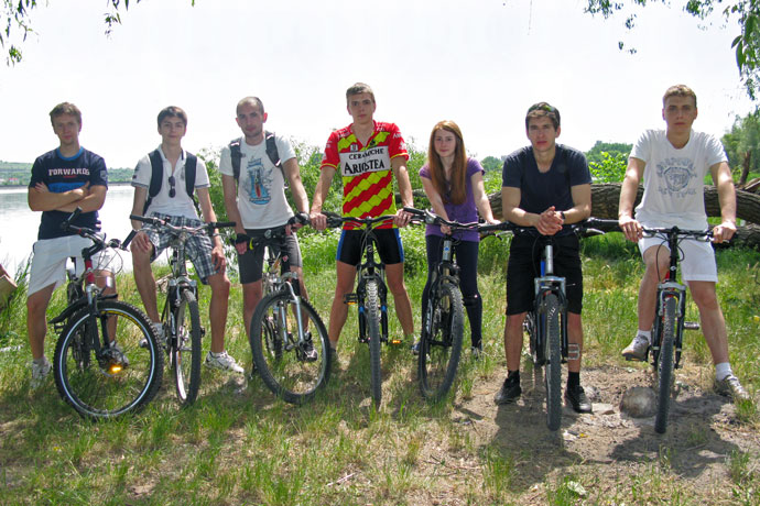On a bike trip to the Ghidighici Reservoir. From left to right: Dmitri Luchin, Eugen Mereuța, Andrei Ichim, Alexandr Vitoșinschi, Cristina Grek, Victor Chedric, Grigori Burlea. May 2011.