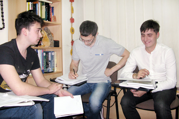Debating (the Karl Popper debate format) at Terra Nova. From left to right: Alexandru Musteață, Maxim Fucedji, and Eugeniu Pascal. TOEFL Preparation / Section 2 (M.W.F. Evening Group). May 2016.