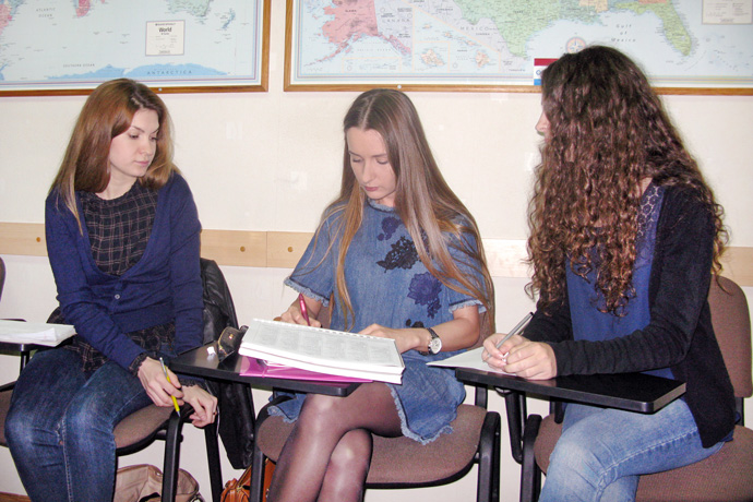 Debating (the Karl Popper debate format) at Terra Nova. From left to right: Laura Degteariova, Tatiana Grușetschi, and Cristina Chiosa. TOEFL Preparation / Section 2 (M.W.F. Evening Group). May 2016.