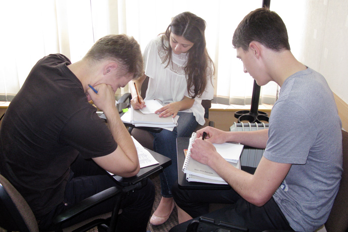 Debating (the Karl Popper debate format) at Terra Nova. From left to right: Victor Grigorciuc, Cristina Bocșanean, and Vitalie Roibu. TOEFL Preparation / Section 7 (Sat.Sun. Morning Group). May 2016.